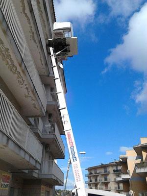 Noleggio scale ed elevatori fino a 28 metri